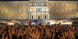 Οι Αγανακτισμένοι μπροστά από τη Βουλή των Ελλήνων