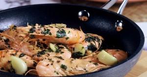 Γαρίδες στο τηγάνι με λεμόνι και μαϊντανό