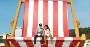 Μια γιγάντια ξαπλώστρα «καλωσορίζει» το καλοκαίρι