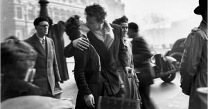 Η διασημότερη φωτογραφία του «Φιλί του Ξενοδοχείου de Ville»