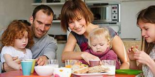 Οικογένεια (Πηγή φωτογραφίας:nutrimed.gr)