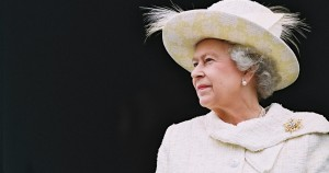 H βασίλισσα και τα παϊδάκια