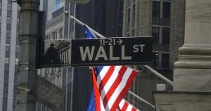 """Πτώση στη Wall Street με """"εισαγόμενες"""" ανησυχίες"""