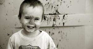 Η βρωμιά κάνει καλό στην υγεία των παιδιών