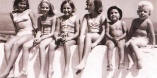 Φώτο: Ο Π.Γ. (δεξιά) με τα αδέλφια του και τα ξαδέλφια του στα Λέπεδα Παλικής