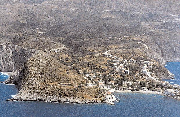 Αποψη του οικισμού της Ασου από το Φρούριο. (Φωτ.: Ν.Γ. Μοσχονάς).