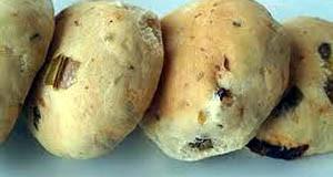 Ψωμί με παρμεζάνα και κουκουνάρια