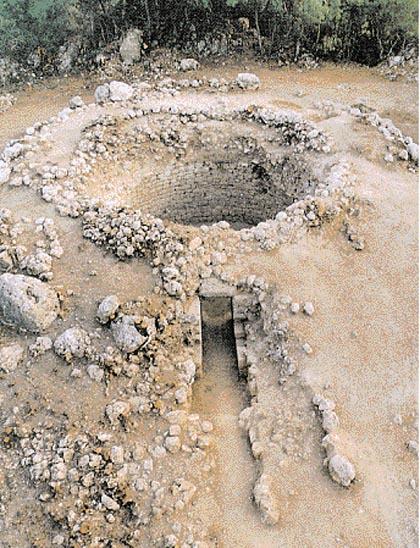 Ο Θολωτός Τάφος Μυκηναϊκής περιόδου στα Τζανάτα Πόρου στη θέση Μπούρτζι