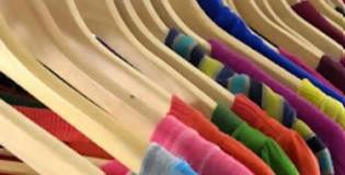 Ρούχα στην κρεμάστρα