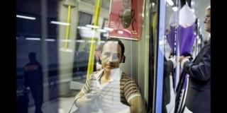 «Άνεργοι Έλληνες καθαρίζουν τουαλέτες στη Σουηδία!»