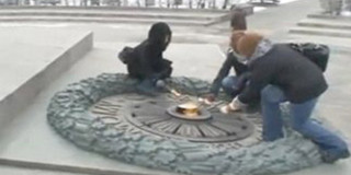 Φοιτήτριες στην Αιώνια Φλόγα