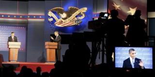 Ο Μπαράκ Ομπάμα απαντάει σε ερώτηση κατά τη διάρκεια της τηλεμαχίας
