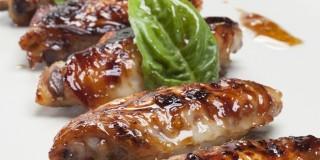 Φτερούγες κοτόπουλου στον φούρνο με μουστάρδα