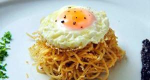 Τσουχτές σκεπαστές με τηγανητό αυγό