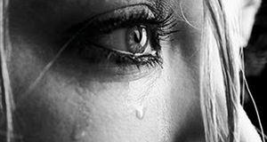 Δακρυσμένη γυναίκα