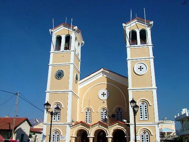 Ομορφα διακοσμημένη εκκλησία στο Ληξούρι