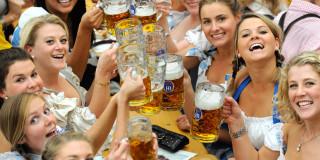 Κάτι περισσότερο ξέρουν οι Γερμανοί που κάθε χρόνο τον Οκτώβριο διοργανώνουν την γιορτή μπίρας Oktoberfest!
