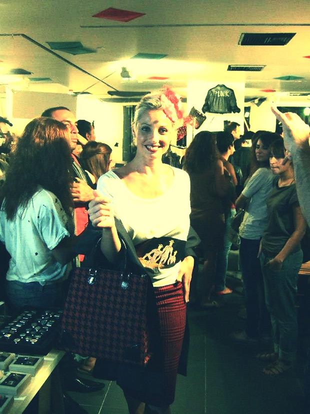 ΑΑπό τις πιο εντυπωσιακές παρουσίες στο catwalk ήταν η επιχειρηματίας Vasilia Snips