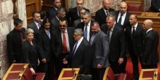 Διακόπηκε η συνεδρίαση της βουλής λόγω προκλήσεων της Χ.Α.