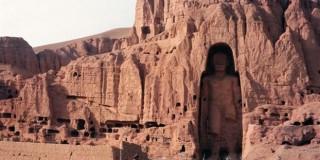 Το γιγαντιαίο άγαλμα του Βούδα (το ψηλότερο στον κόσμο), στο Μπαμιάν του Αφγανιστάν, το οποίο κατέστρεψαν οι Ταλιμπάν