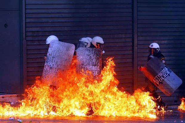 Οι Ειδικές Δυνάμεις στις φλόγες