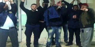 Ο Αλβανός κρατούμενος Αλκέτ Ριζάι, γνωστός συνεργάτης του δραπέτη Βασίλη Παλαιοκώστα, κρατά όμηρους δύο σωφρονιστικούς υπαλλήλους