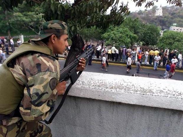 Φωτογραφία από τις ταραχές του 2002