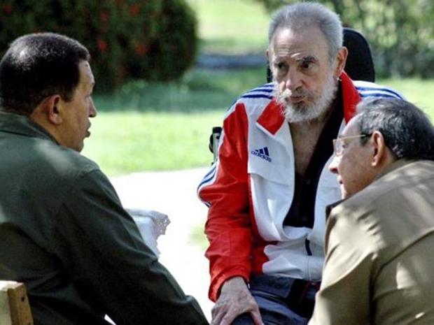 Ο Τσάβες με τον κουβανό πρόεδρο Κάστρο