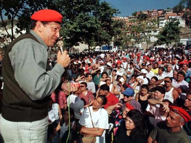 Ο Τσάβες μιλά σε οπαδούς του στο Καράκας