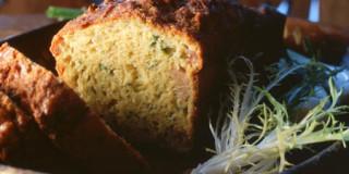 Αλμυρό κέικ με γραβιέρα, μουστάρδα και μαντζουράνα