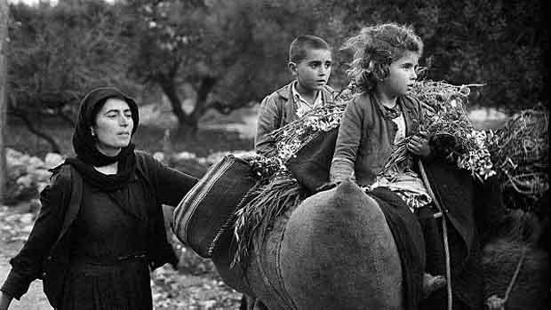 [Επιστροφή από τους αγρούς, Κριτσά, Κρήτη, δεκαετία 1960]