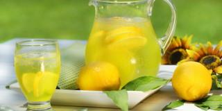 Λεμονάδα σπιτική και δροσιστική