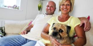 Ο Tyrone Holman 43 ετών μαζί με τη σύντροφο του Deborah