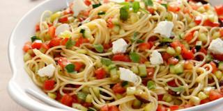 Μακαρονάδα με «χωριάτικη» σάλτσα