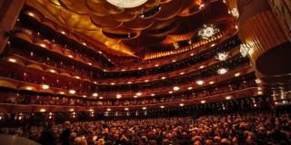 Eσωτερική άποψη της Μετροπόλιταν της Νέας Υόρκης κατά τη διάρκεια παλαιότερης παράστασης