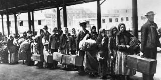 Λευκή γυναίκα εθεάθη με Έλληνα, ρατσιστικά στερεότυπα για τους Έλληνες μετανάστες