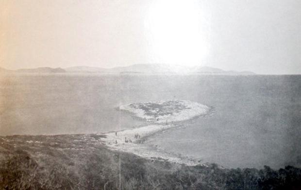 Οι αμφίδυμοι λιμένες της νήσου Αρκούδι-Αστερίς (Πηγή: Wilhelm Dörpfeld, Alt-Ithaka, zweiter Band, Beilage 4)