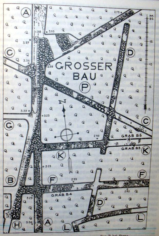 Σχεδιάγραμμα των ανασκαφών στο επονομαζόμενο «μεγάλο κτίριο P» (Grosser Bau P) στο Στενό Νυδριού, που ο Νταίρπφελντ προσδιόρισε ως το ανάκτορο του Οδυσσέα στην Λευκάδα-Ιθάκη (Πηγή: Wilhelm Dörpfeld, Alt-Ithaka, Zweiter Band, S. 199)