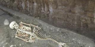 Αδειάσειστα στοιχεία της «σωστής» ταυτότητας του τάφου, δίνει ο σκελετός της γοργόνας αδελφής του Μεγάλου Αλεξάνδρου, η οποία προφανώς θάφτηκε δίπλα του!