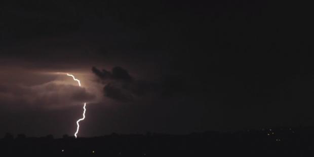 """Ηλεκτρικές καταιγίδες """"φώτισαν"""" τον ουρανό στη Κεφαλονιά"""