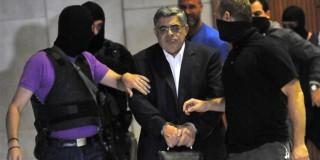 Με χειροπέδες και κραυγές στον εισαγγελέα η ηγετική ομάδα της ΧΑ