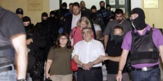 Ουρανία και Ζαρούλια συνοδεύουν τον Μιχαλολιάκο στον ανακριτή -ΦΩΤΟ EUROKINISSI