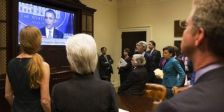 «Φλερτ» με τη χρεοκοπία στις ΗΠΑ, παραλύει η κυβέρνηση