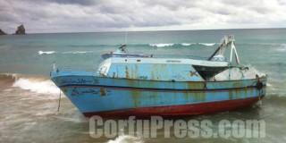 """Μυστήριο ύστερα από προσάραξη """"Αραβικού"""" αλιευτικού σκάφους στη Κέρκυρα Μυστήριο ύστερα από προσάραξη """"Αραβικού"""" αλιευτικού σκάφους στη Κέρκυρα"""