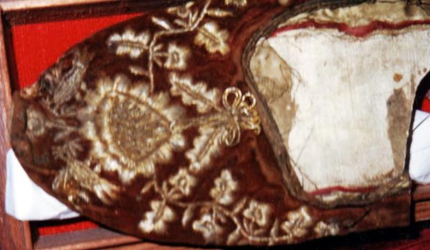 Παλαιότερη εμβάδα του Αγίου Διονυσίου με ξύλινη σόλα.