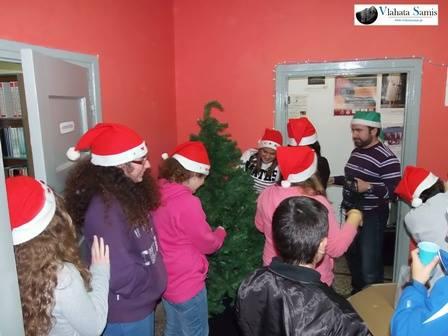 Μαέστρος και μαθητές, φόρεσαν τα' αγιοβασιλιάτικα σκουφάκια τους