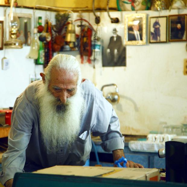 Ο Όρτσολας με το καφενείο στο χωριό Διλινάτα της Κεφαλονιάς