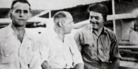 Ο Ν.Καβαδίας με συναδέλφους ναυτικούς στο κατάστρωμα του καραβιού Via Senile Deca
