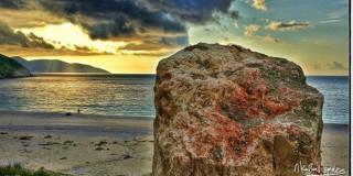 """Η """"ματωμένη"""" πέτρα του Μύρτου"""