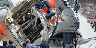 ο σκάφος που μετέφερε τους μετανάστες έχει ανελκυστεί στο λιμάνι Μαλαγαρίου της Σάμου,